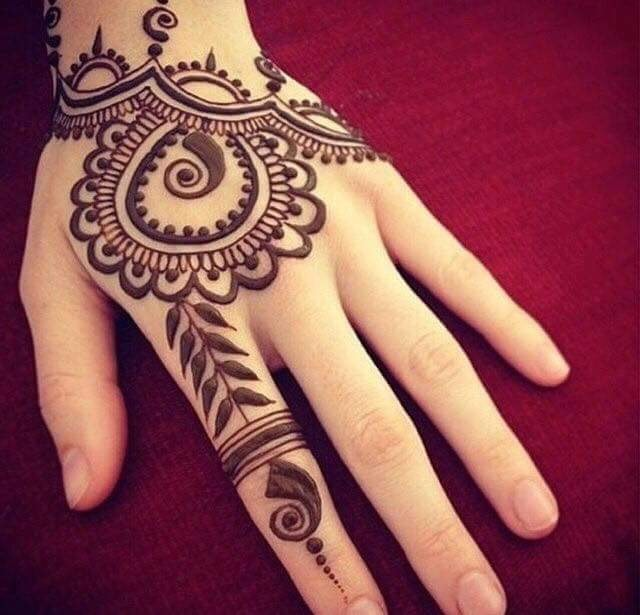 Henna Design with Small Leaves and Patterns