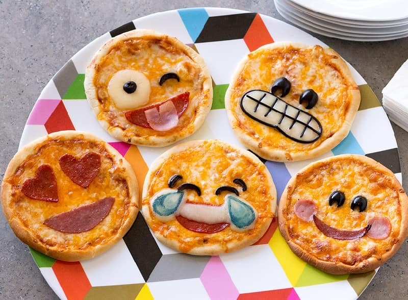mini pizzas for snacks for kids' party