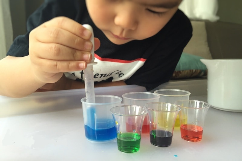 coloured water mixing game for Babies