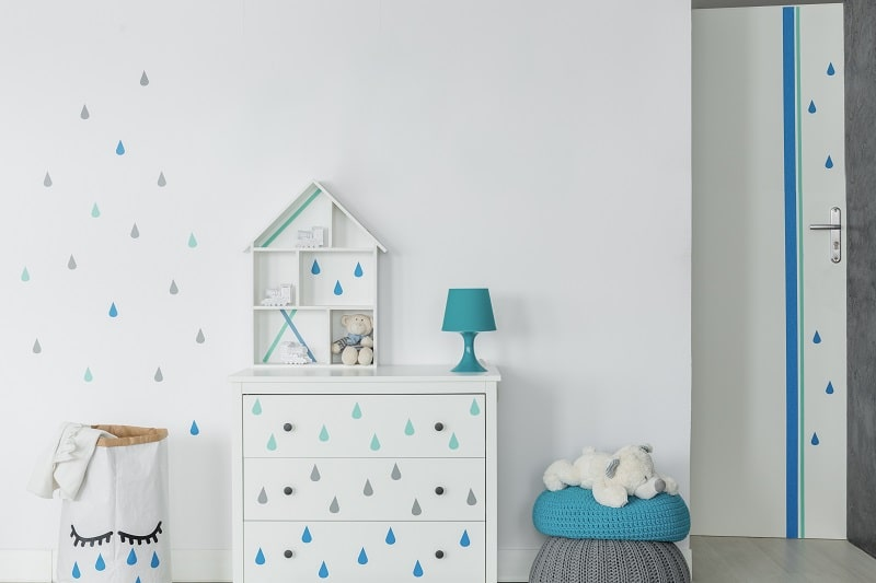baby boy room idea with blue raindrops