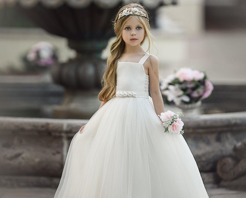 white dress with tulle patterns for flower girls