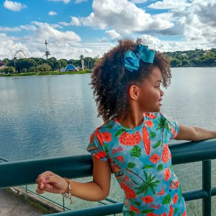 natural curly hairstyle for little girl